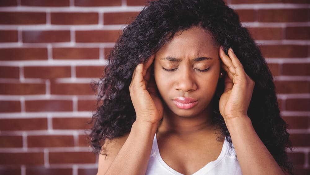 Embora os ataques de enxaqueca sejam autolimitados, os portadores correm risco mais alto de complicações vasculares, como derrames cerebrais e pré-eclâmpsia. Saiba como é feito o tratamento da enxaqueca.