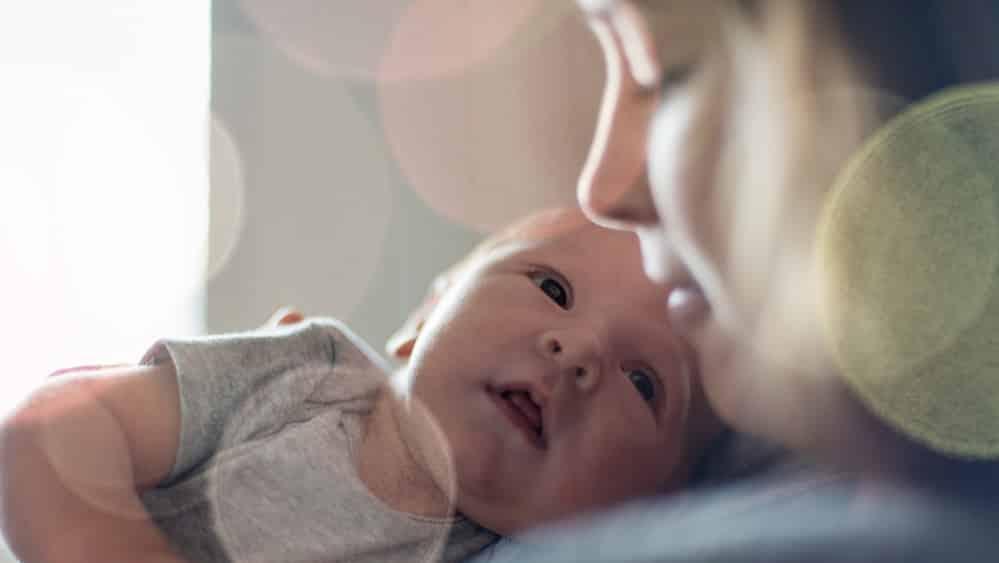 A dedicação das mulheres aos filhos não encontra paralelo no comportamento masculino. Foram os cuidados maternos, por gerações, que nos fizeram chegar até aqui.