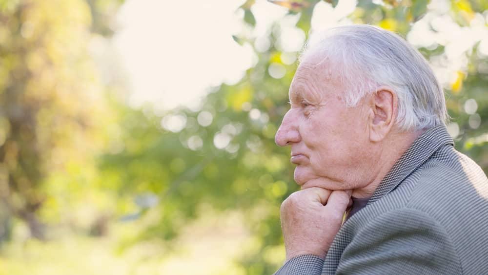 Reposição de testosterona em idosos que sofrem de hipogonadismo devem ser realizadas com cautela, especialmente em casos de hipertensão e diabetes.