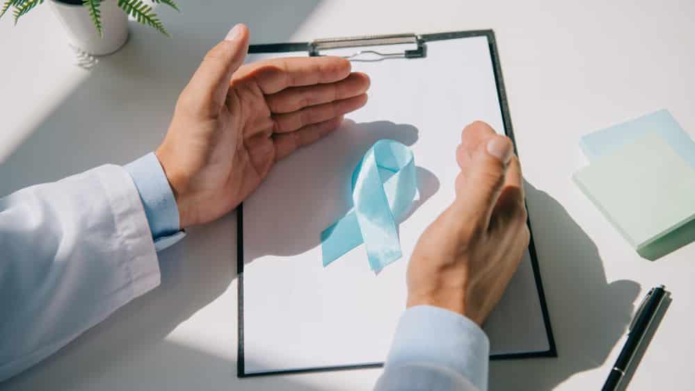 Os benefícios da aplicação de métodos de triagem (PSA e toque retal) têm provocado discussões entre os especialistas. Alguns acreditam que esses métodos não promovam necessariamente a prevenção do câncer de próstata, uma vez que perseguir o diagnóstico precoce tem pequeno impacto na redução da mortalidade.