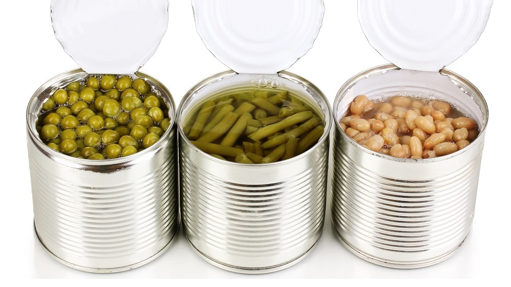 Alimentos enlatados, que podem conter a bactéria causadora do botulismo