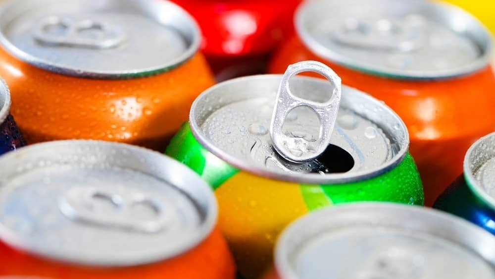 Latinhas de refrigerante.