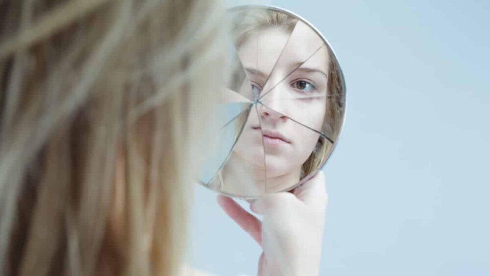 Quadro é caracterizado pela alternância de períodos de depressão e de euforia. Entenda a doença nesta entrevista sobre transtorno bipolar.