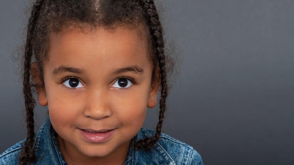 A avaliação dos olhos das crianças deve ser repetida aos três anos de idade e mais tarde durante o processo de alfabetização.