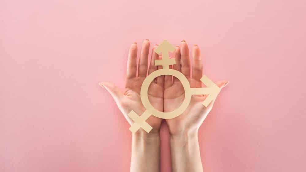 mão segura símbolo de transexuais