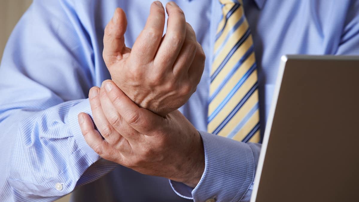 Sob o rótulo de LER e sem fundamento científico, enquadram-se problemas ortopédicos que envolvem nervos, tendões e músculos e cujo tratamento demanda diagnóstico preciso. Veja entrevista sobre LER.