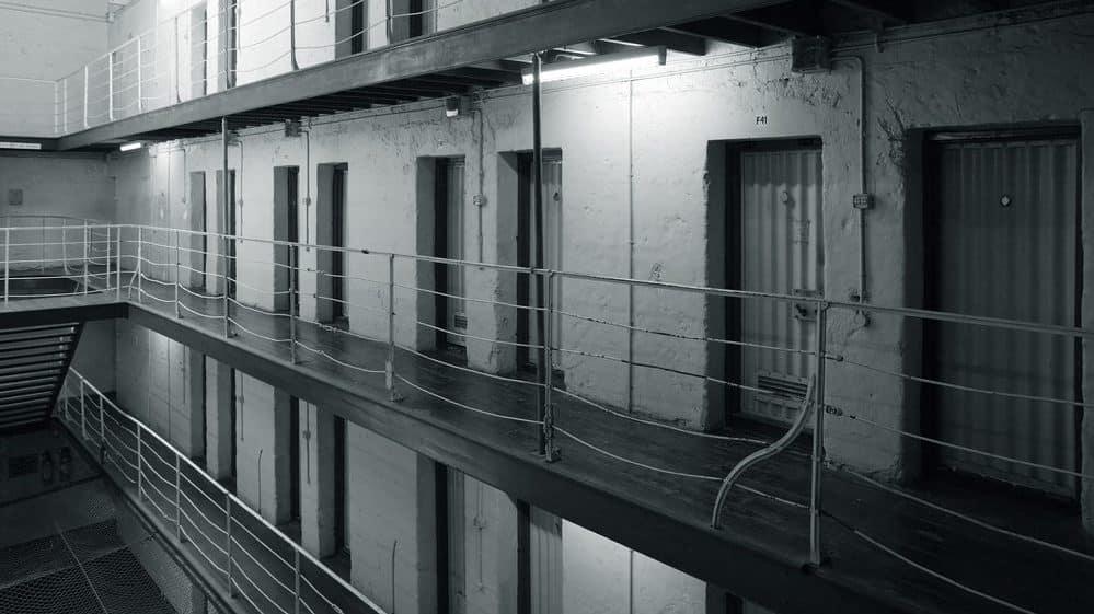 celas de presídio. superpopulação carcerária é um problema grave no Brasil