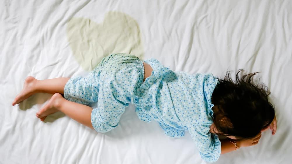Enurese noturna é uma condição que afeta15% das crianças por volta dos cinco anos; 7%, aos dez anos e 3%, aos 12 anos. A incidência é maior nos meninos do que nas meninas.