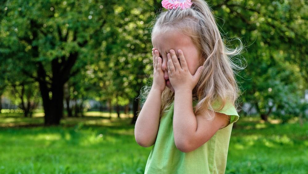 Quando se tem crianças em casa, a organização dos ambientes deve ser repensada, principalmente para evitar acidentes oculares domésticos.