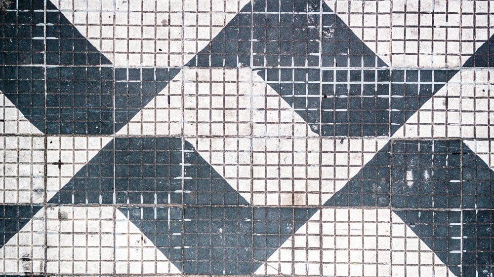 calçada de São Paulo, com desenho do estado. a cidade vê epidemia de crack