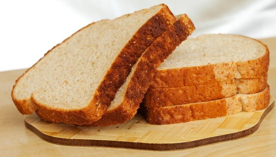 fatias de pão de forma. A dieta do glúten pode ser pouco nutritiva