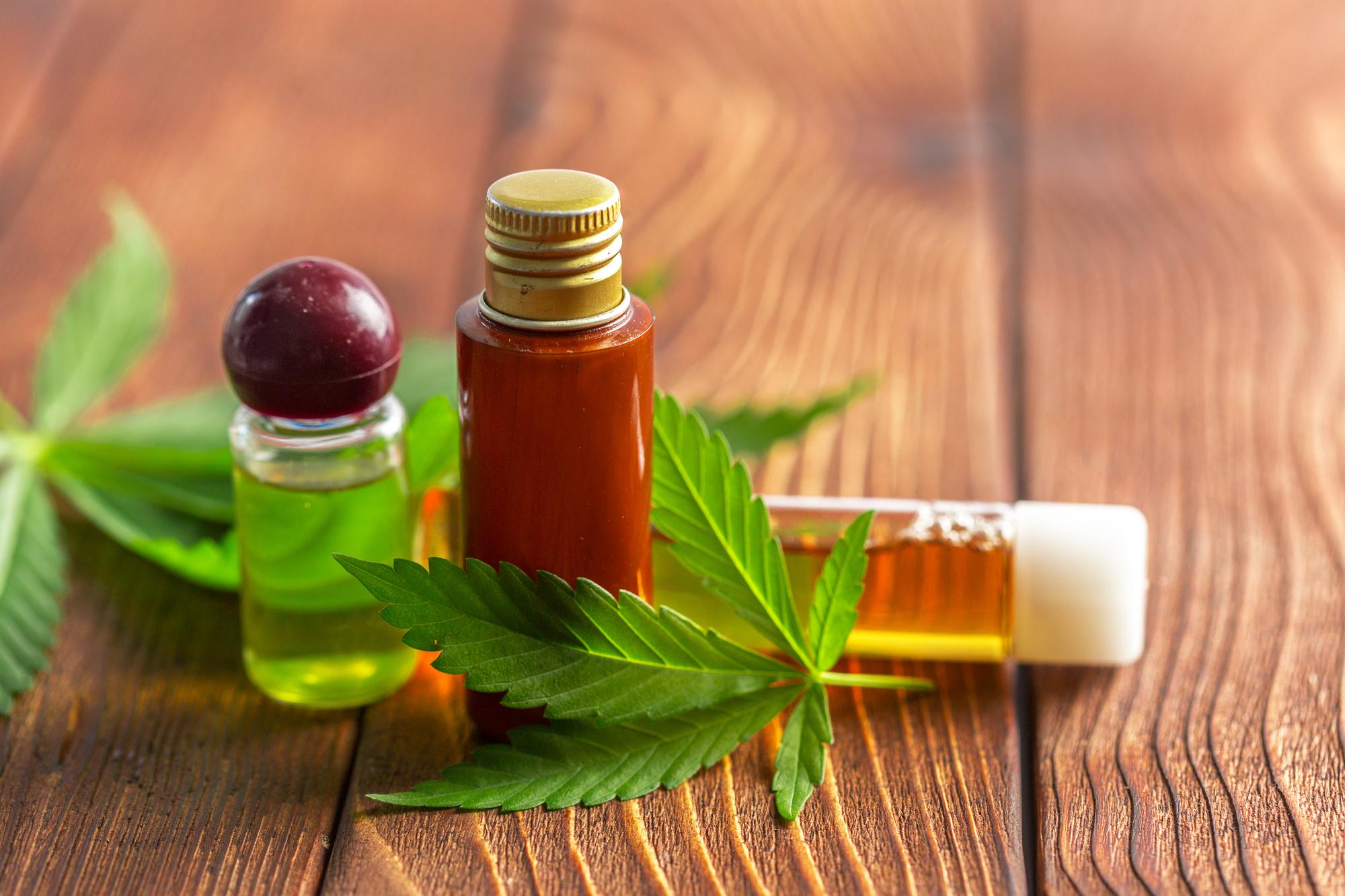 Conselho Federal de Medicina (CFM) autorizou neurocirurgiões e psiquiatras a prescrever remédios à base de canabidiol.