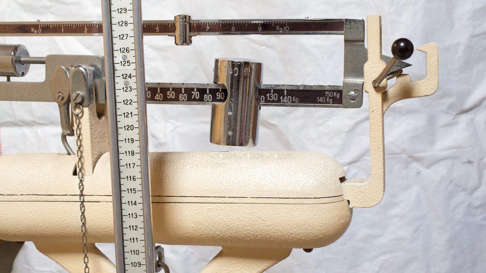 balança. microbioma intestinais e obesidade têm relação