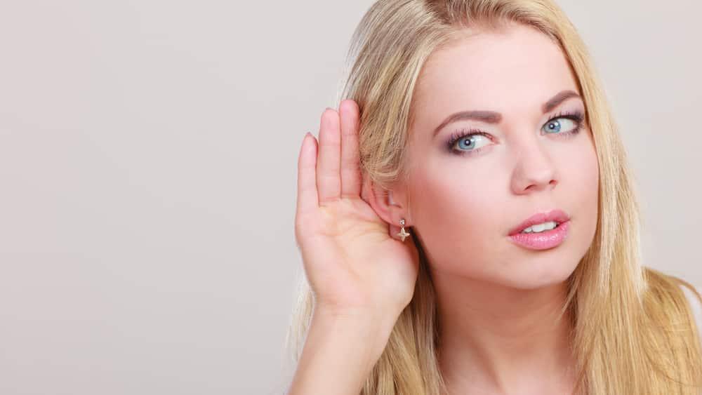 Otoscleroseé uma doença provocada pela reabsorção e crescimento anormal de tecido ósseo endurecido, que impede a movimentação do estribo e interfere na condução das vibrações sonoras da orelha média para a orelha interna.
