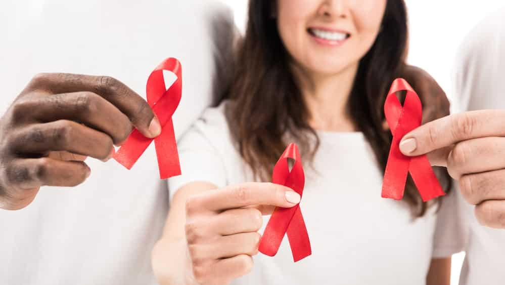 As mulheres que vivem com o HIV enfrentam muitos problemas. Em geral, dependem financeiramente dos homens que as infectaram ou precisam ganhar a vida para sustentar seus filhos.
