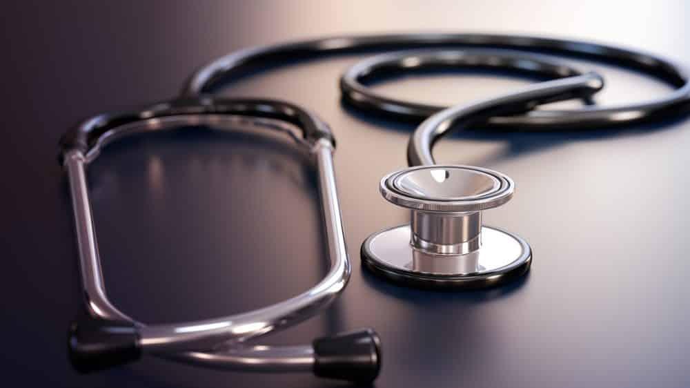 estetoscópio sobre a mesa. veja prêmio nobel de medicina 2015