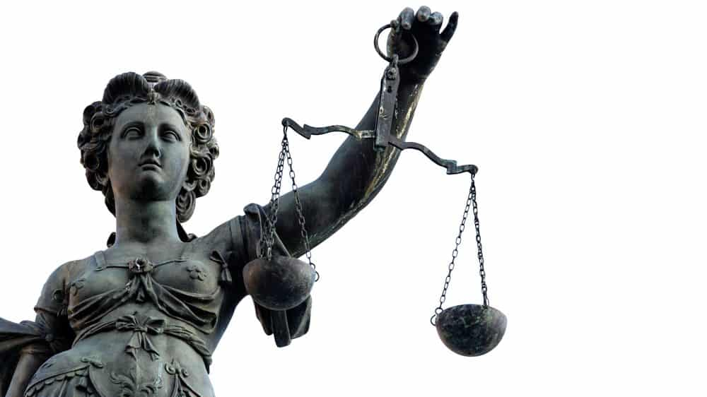 estátua da Justiça. Desigualdade judiciária marca a história do brasil