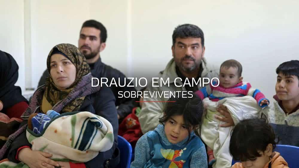 Famílias de refugiados sírios em sala de espera de ambulatório de MSF.