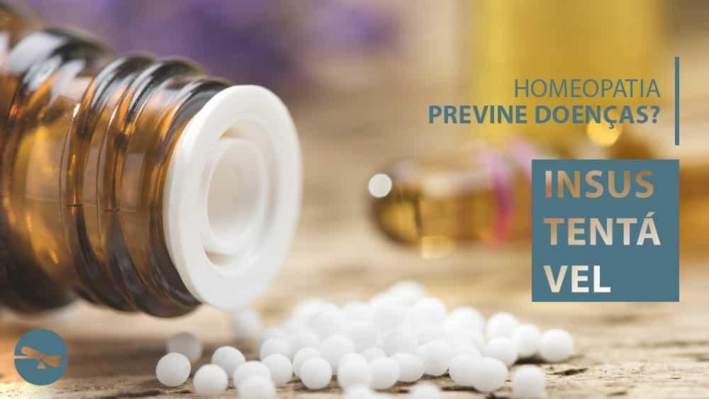 vidro de remédio caído com pílulas sobre a mesa; Homeopatia não previne doenças