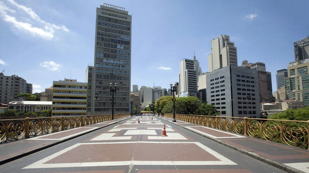 cidade de São Paulo vazia durante epidemia de coronavírus