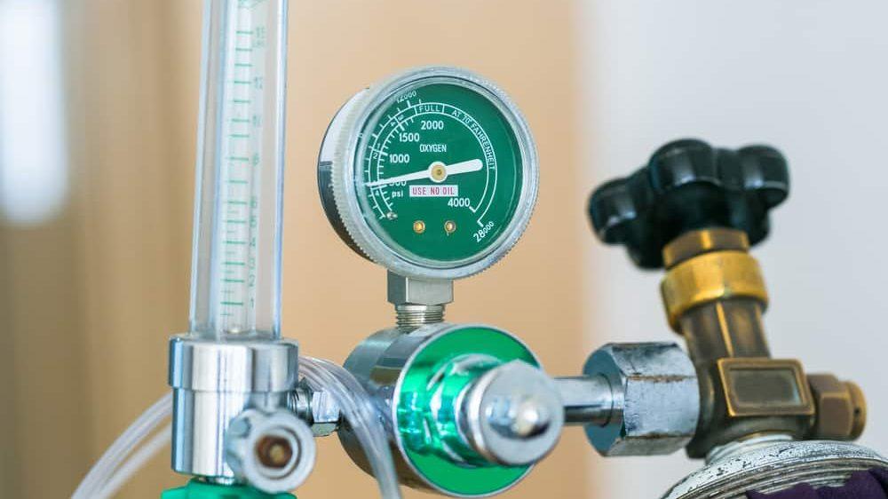 close em cilindro de oxigênio hospitalar. Falta oxigênio em Manaus