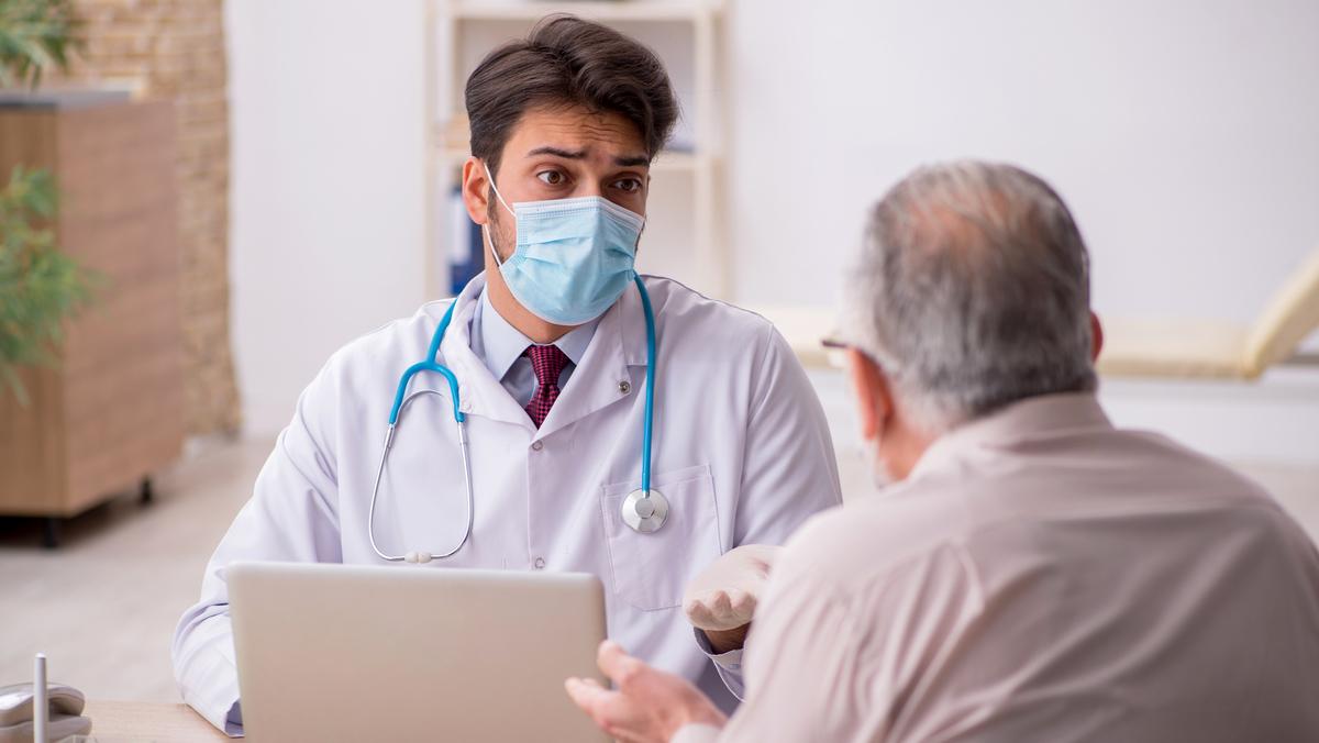 Saiba como proceder se o profissional indicar medicamentos sem eficácia comprovada para prevenir a covid-19.
