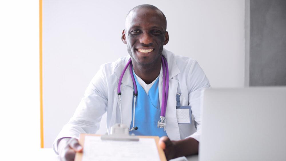 Parceira do Portal Drauzio Varella, a startup AfroSaúde busca aproximar profissionais de saúde negros e pacientes negros.