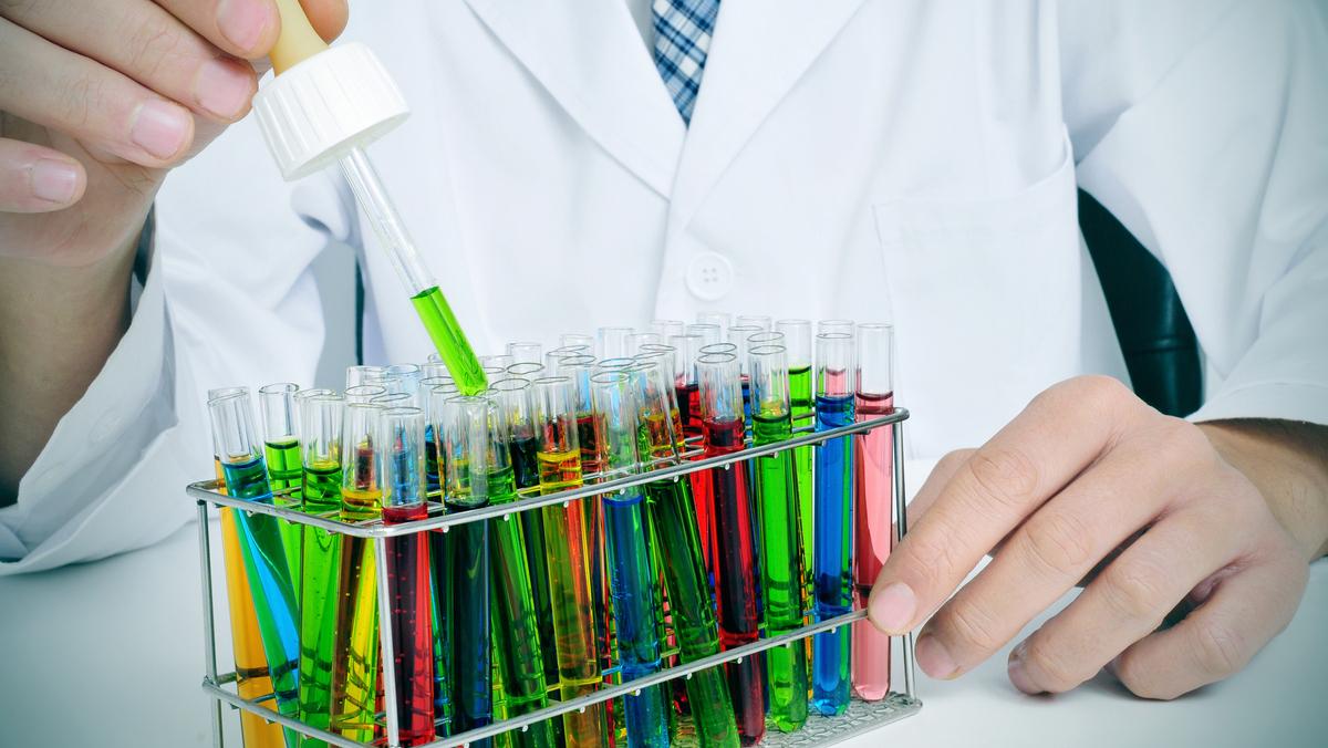 Os medicamentos biossimilares são a possibilidade de tratamentos mais acessíveis a pacientes com psoríase, doença de Chron, leucemia e outras doenças. Saiba por quê.